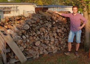 Unser Holzlager liefert genügend Material für alle Sägeprojekte.